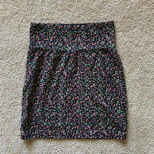 Aritzia Talula floral stretch skirt size M